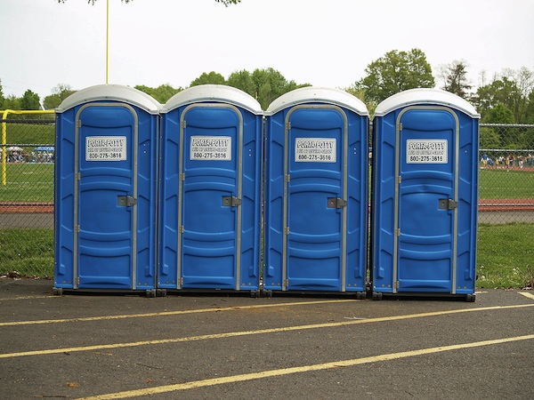 1024px-Porta_Potty_by_David_Shankbone