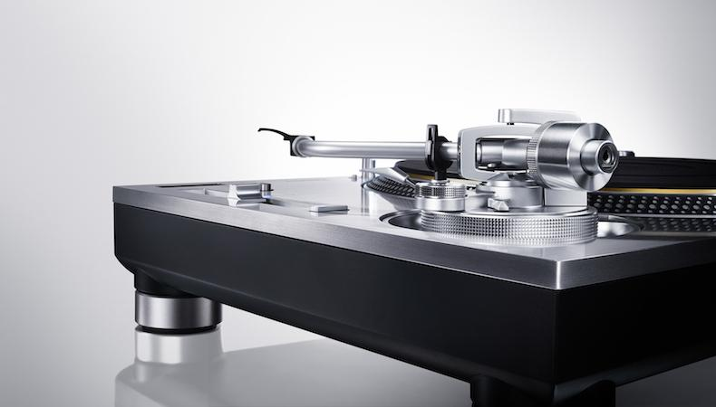 the classic technics 1200 turntable is finally back a complete guide. Black Bedroom Furniture Sets. Home Design Ideas