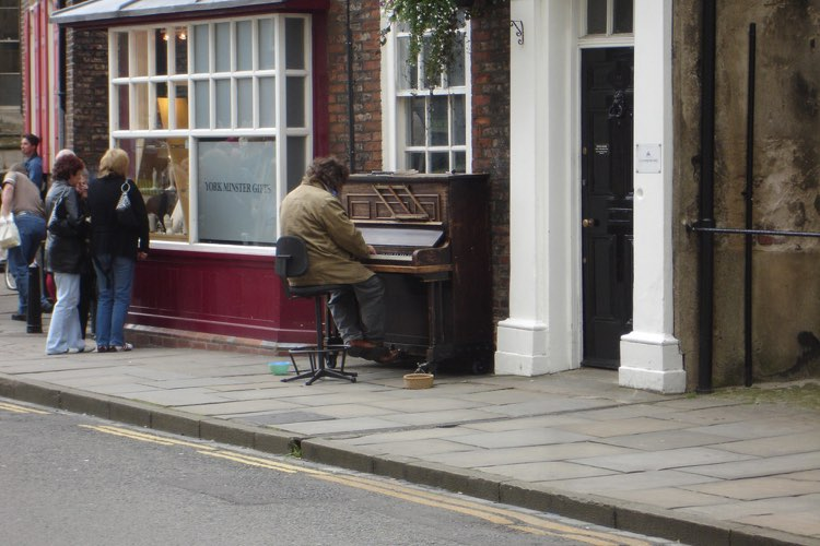 piano busking
