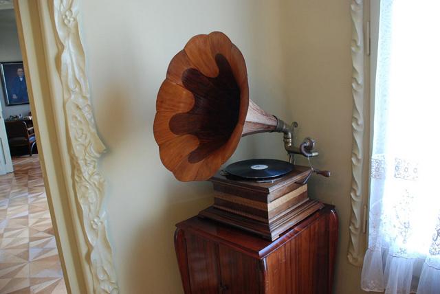 recordindustryhistory_gramaphone