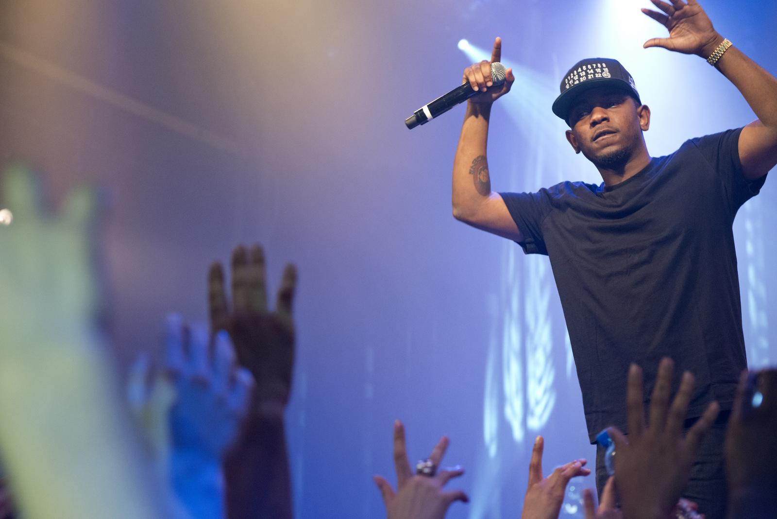 Kendrick Lamar, a platinum award winner