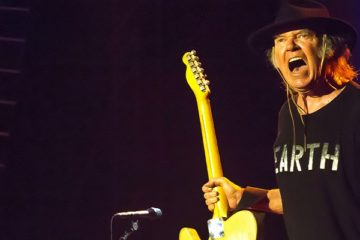 Neil Young to Restart Pono as a Streaming Service