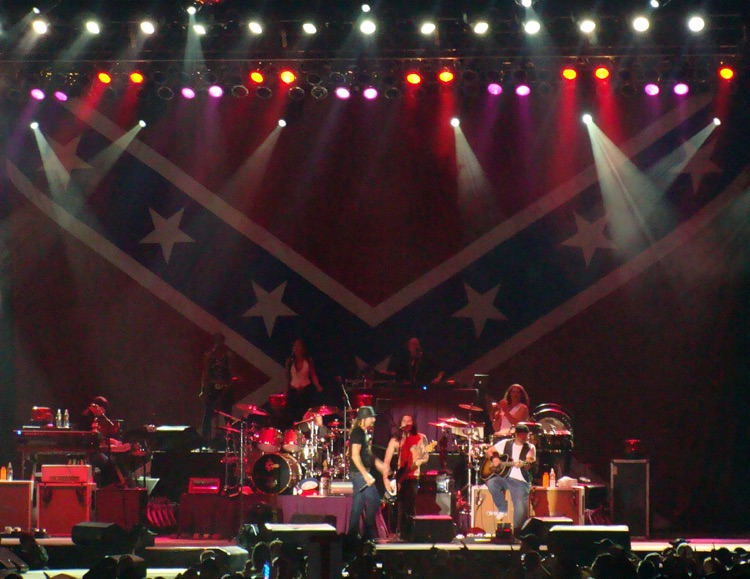 Kid Rock performs in front of a massive Confederate flag, 2009