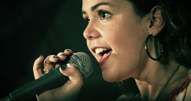 What's the Best Singing App for Aspiring Singers?
