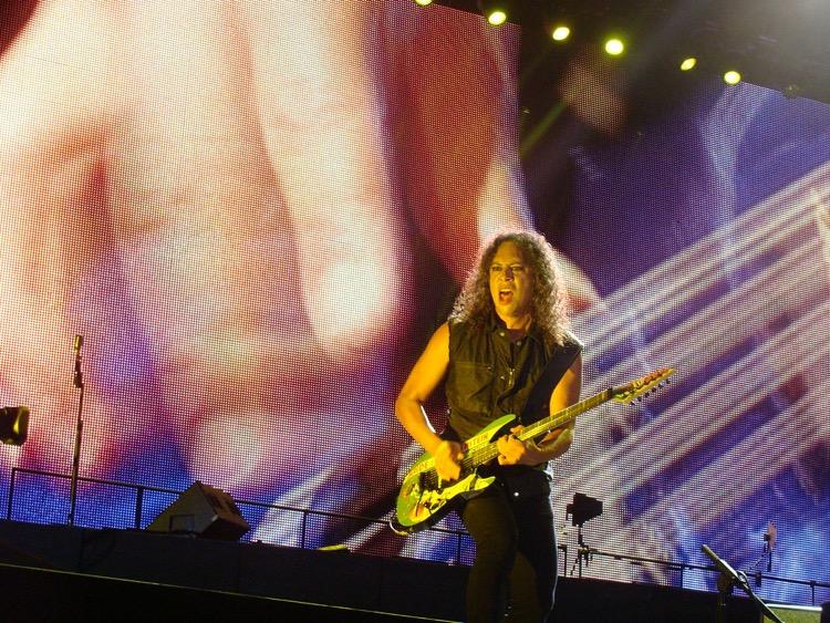 Metallica's lead guitarist, Kirk Hammett, playing in São Paolo, Brazil (photo: Sepguilherme CC 2.0)