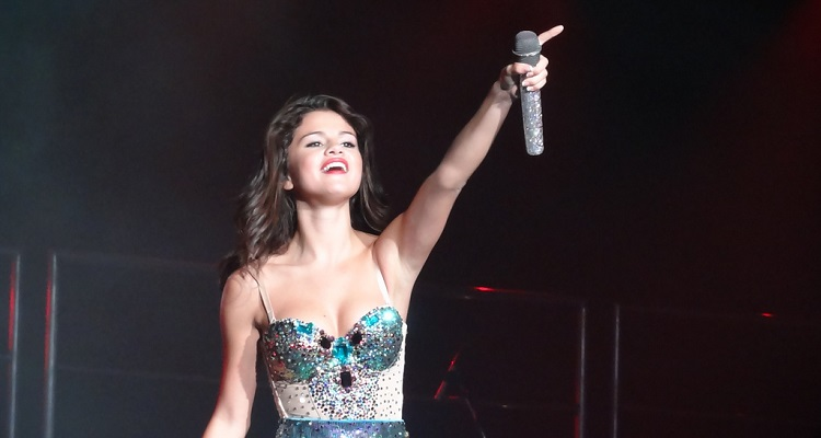 Drake Fans Allege Selena Gomez Hacked Her Way To The Top Of Spotify Charts