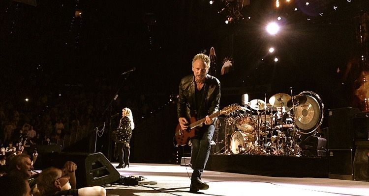 Fleetwood Mac Settles Its Contentious Lawsuit With Lindsey Buckingham — 'we've Signed Off On Something'