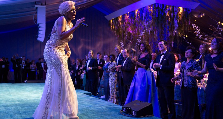 Mary J. Blige performing at a State Dinner for President François Hollande of France, 2014 (photo: The White House)