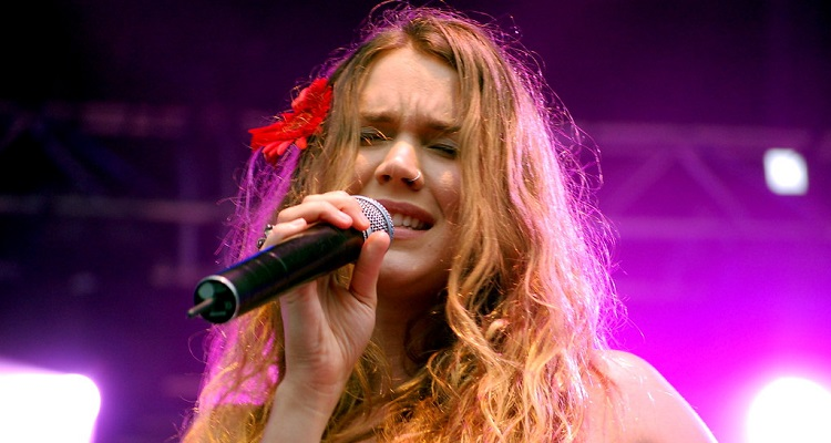 """""""Detained and Deported,"""" Iranian Officials Place Joss Stone on a Blacklist"""