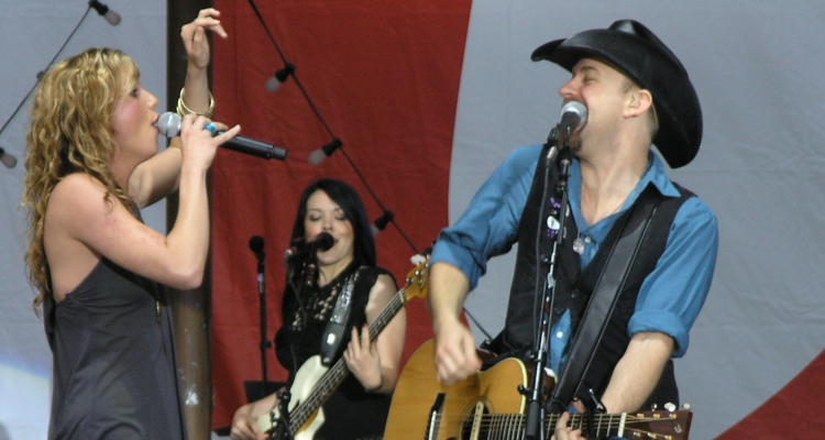 What Taylor Swift Controversy? Big Machine Signs Sugarland