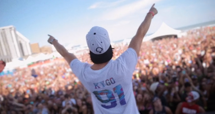 Kygo playing to the crowd in 'Kygo: Stole the Show – Director's Cut'.