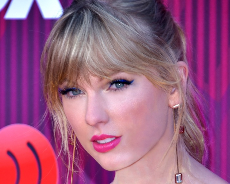 Taylor Swift arrives for the 2019 iHeartRadio Music Awards on March 14, 2019 in Los Angeles. (Photo by Glenn Francis/Pacific Pro Digital Photography; CC by SA 4.0)
