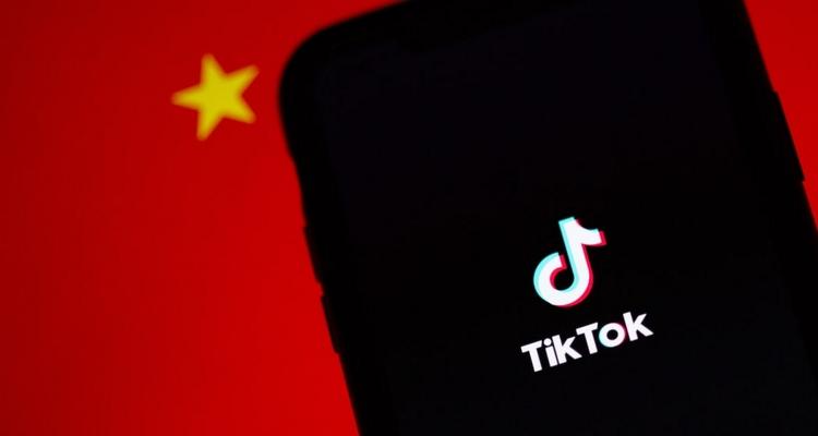 TikTok threatens to sue Trump