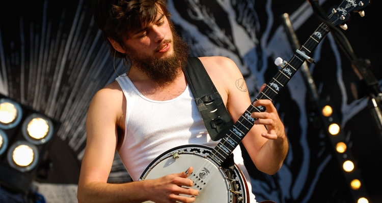 Winston Marshall Andy Ngo Mumford Sons banjo player