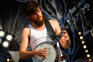 Winston Marshall Andy Ngo Mumford Sons banjo player