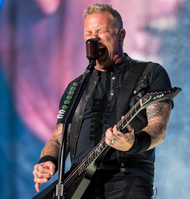 James Hetfield performing live in 2017 (photo: Ralph Arvesen CC by 2.0)
