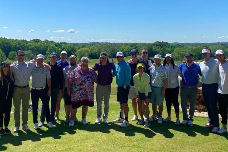 Morgan Wallen (au centre) flanquée de membres de Big Loud Records lors d'une sortie de golf plus tôt cette semaine (photo: Instagram)