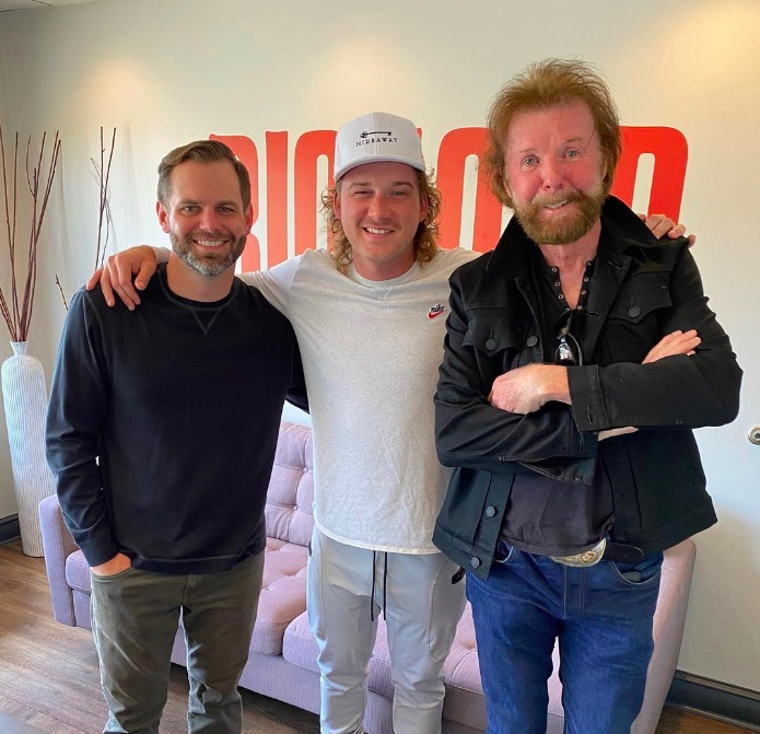 Morgan Wallen (center) flanked by Big Loud CEO Seth England (l) and Ronnie Dunn (r) (photo: Instagram)