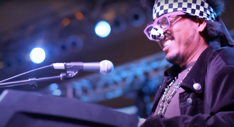 Shock G performing at Humpty Hump in 2012.